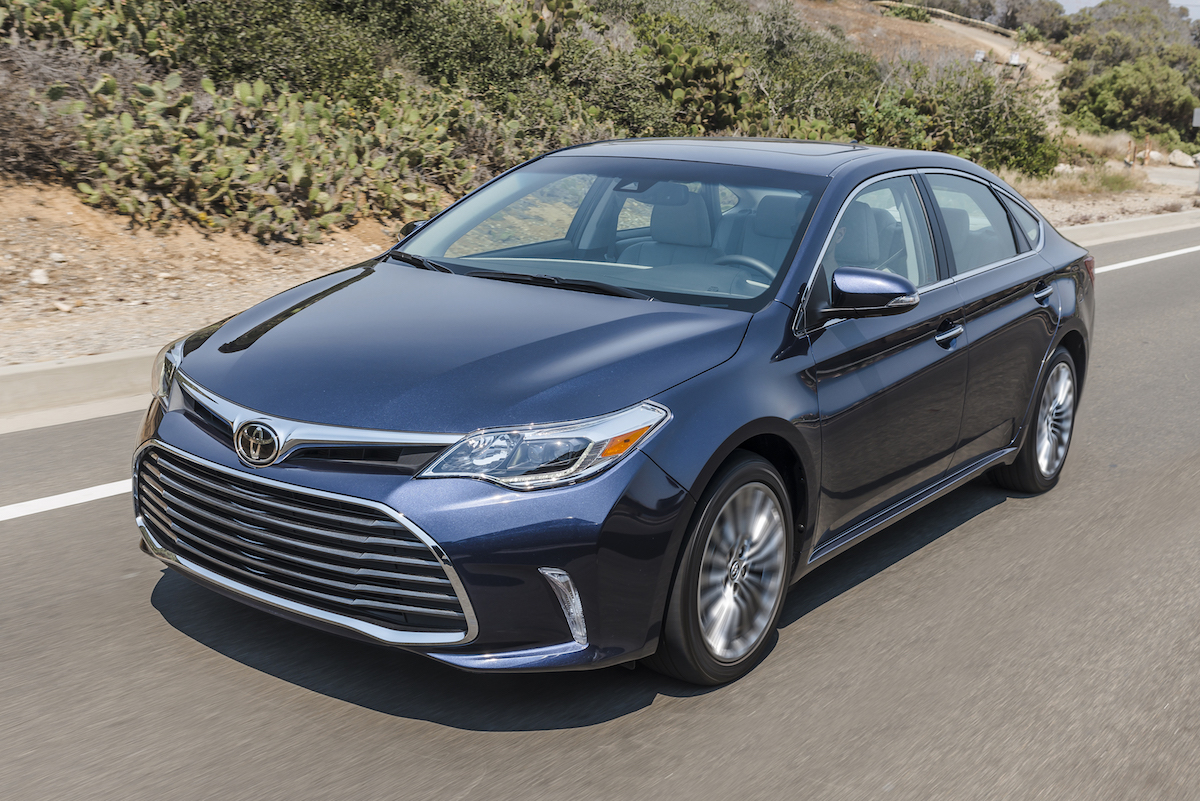 2018 toyota avalon on the road